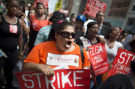 Food Service Workers on Strike for a Living Wage