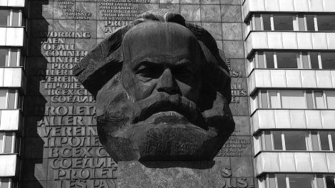 KArl_Marx_statue_