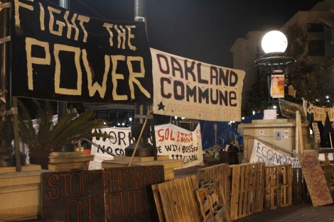 oakland-commune-barricade